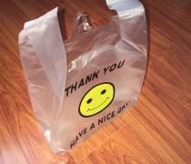 双十一临近,淘宝卖家因纸箱价格高改用塑料包装
