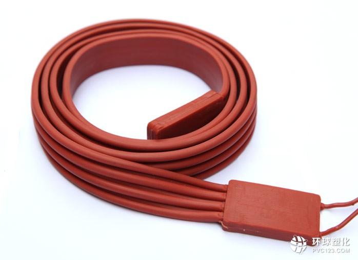 硅橡胶油桶加热带用于电热器件   其体薄,通常厚0.8~1.5MM、硅胶发热片质轻,一般,每平方1.3~1.9千克.通电发热迅速、温升快,具有发热面大、发热均匀、耐候、耐腐、环保、阻燃、安装方便、寿命长、绝缘强度高的特性.在众多的电热器件都有用到。   由于硅胶发热片为薄片状产品(一般标准厚度为1.