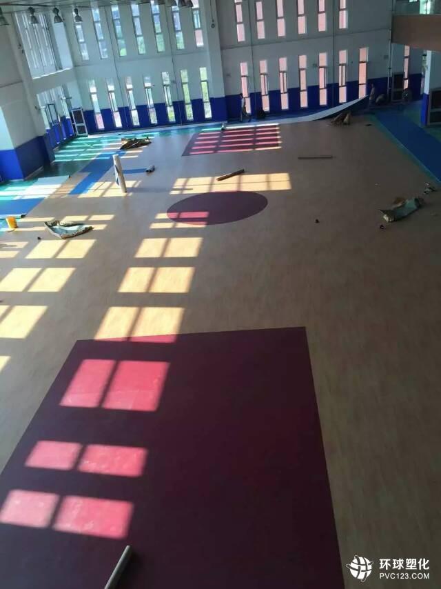 伟德客户端下载篮球场地施工_室内外篮球场地铺装