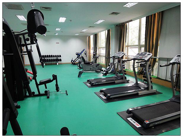 天津健身房地胶_健身房运动地胶地垫地板施工