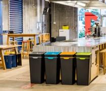 新西兰企业家设计出新型现代化塑料回收桶