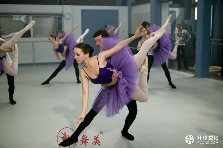 伟德客户端下载舞蹈室地胶安装_舞蹈地板施工