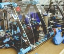 塑料注塑时的开模和合模控制